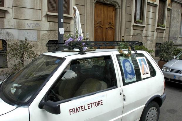 L'automobile con cui si muoveva fratel Ettore per le vie di Milano