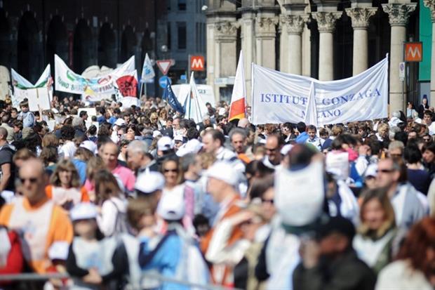 Partecipanti alla Marcia Andemm al Domm delle scuole cattoliche dell'arcidiocesi di Milano (Fotogramma)