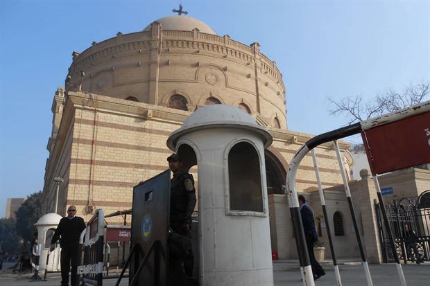 Il posto di polizia davanti a una chiesa (Foto Gambassi)