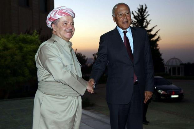 Il 'presidente' della regione curda irachena, Masoud Barzani (a sinistra), con il segretario della Lega Araba Abulo Ghreit (Epa)