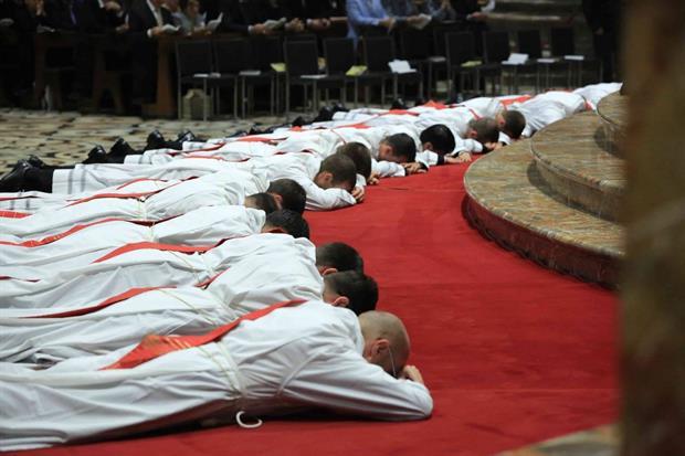 L'ordinazione dei sacerdoti (Fotogramma)
