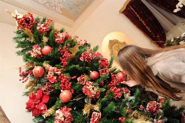 L'albero di Natale in una casa