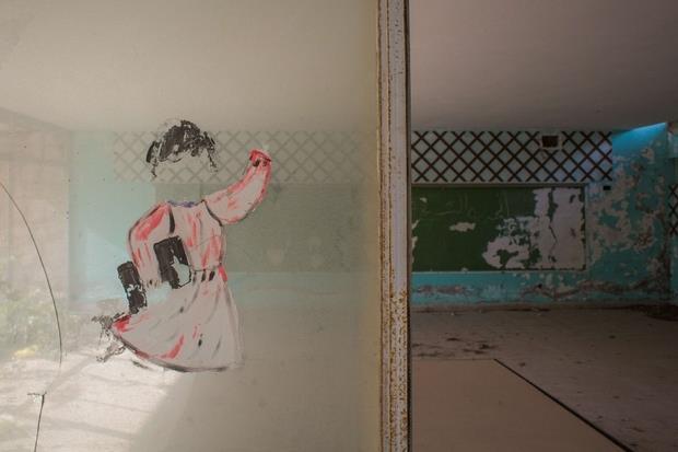 Rmeyle, Libano. L'ala della scuola che mostra ancora i segni della devastazione delle milizie che l'hanno occupata fino al 1992.
