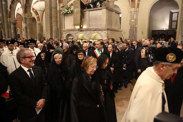 Gli amministratori pubblici ai Primi Vespri per la festa di sant'Ambrogio