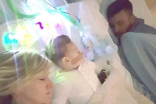 Una foto della famiglia Gard tratta dal profilo Facebook dei genitori