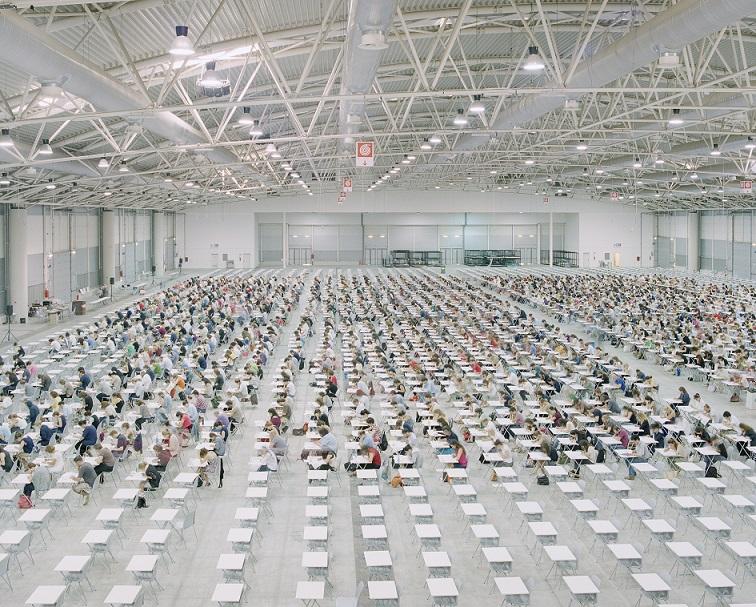 """""""Open competitive examination"""" tratta dal progetto """"Forza lavoro"""" (foto di Michele Borzoni)"""