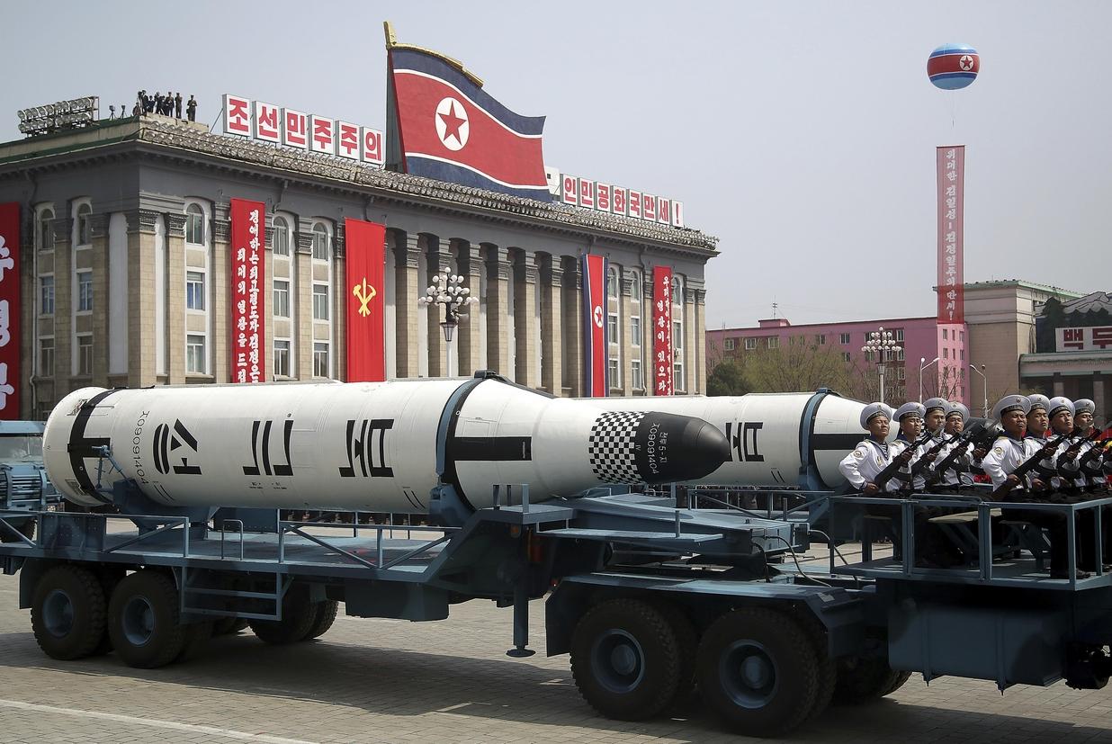Un missile balistico durante una parata del regime nordcoreano a Pyongyang (Ansa)