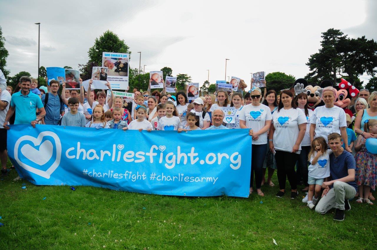 La mobilitazione per Charlie, documentata da numerose foto online come questa