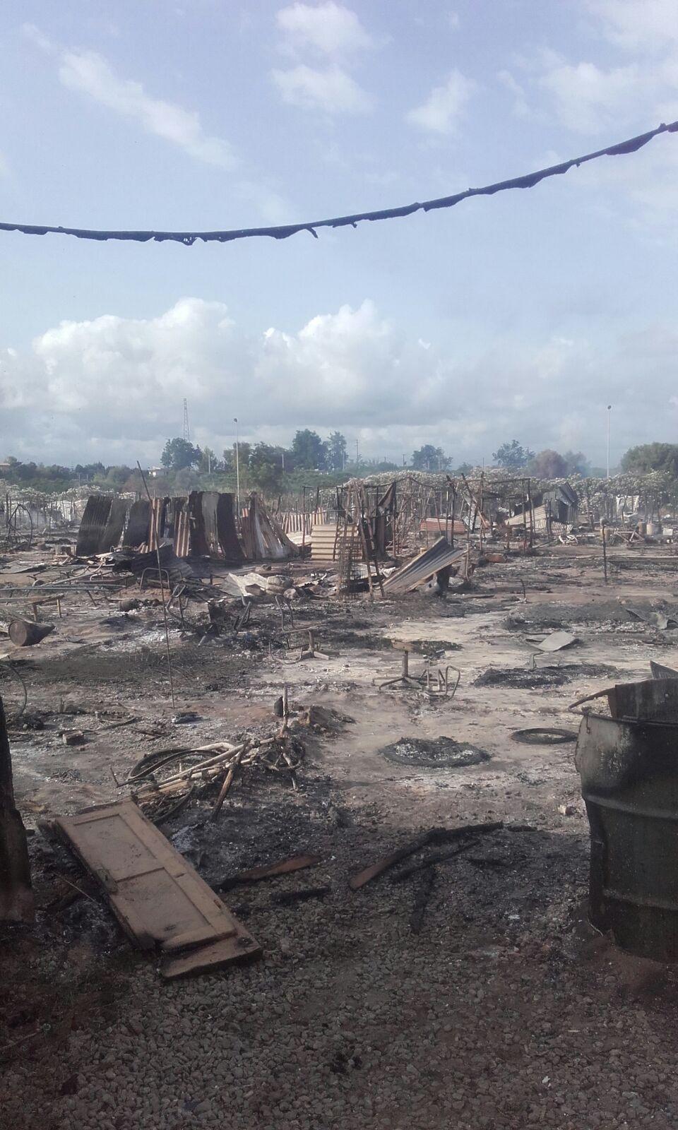 L'incendio al campo migranti di San Ferdinando