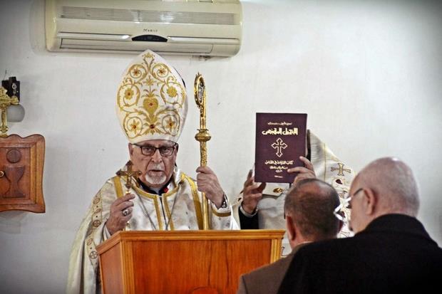 L'arcivescovo siro-cattolico di Mosul, Boutros Moshe, durante la celebrazione eucaristica