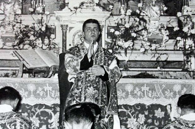 Dionigi Tettamanzi durante la sua Prima Messa il 29 giugno 1957 a Renate, suo paese natale