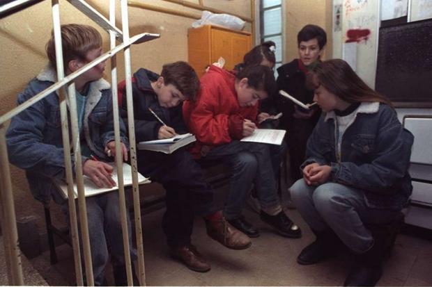 Sarajevo, corsi scolastici nei sotterranei