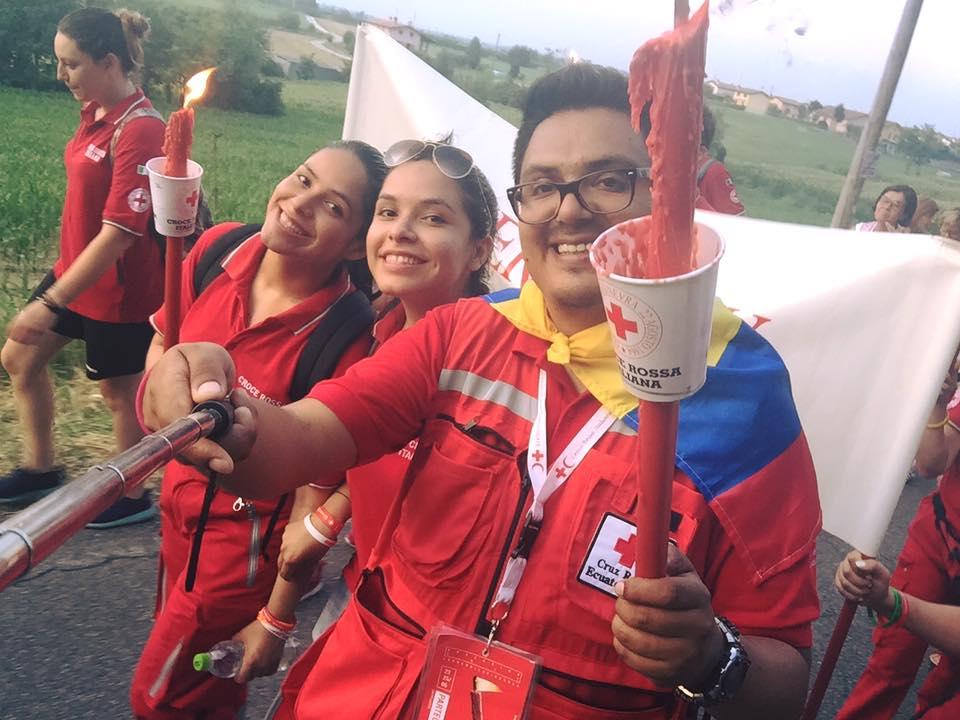 Gabriela e Nahomi Orellana, gemelle anche nel volontariato