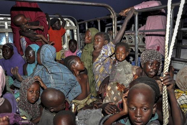 L'arrivo di un gruppo0 di nuovi sfollati a Maiduguri, nel nord della Nigeria
