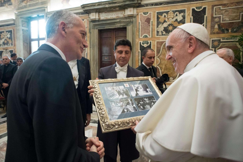 Il Papa ha ricevuto stamani in udienza la dirigenza della Polizia stradale e ferroviaria (Ansa'Osservatore Romano)