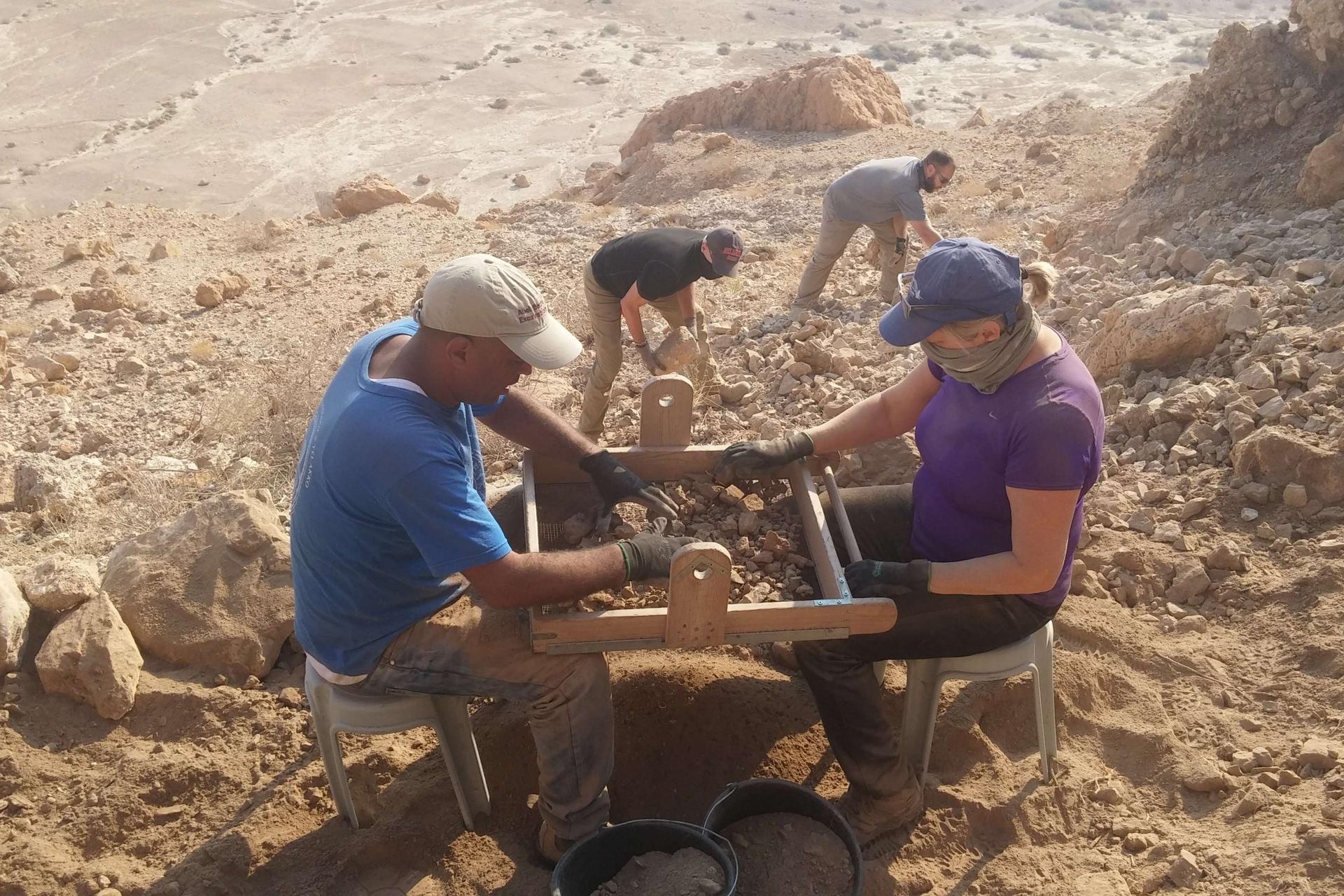Qumran Stupisce Ancora Un Altra Grotta Inattesa