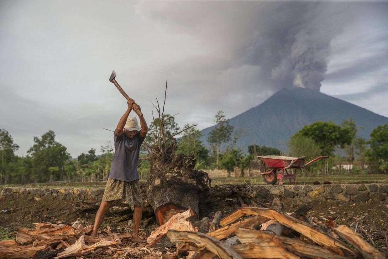 In un raggio di 10 chilometri dal vulcano ci sono 22 villaggi (Ansa)