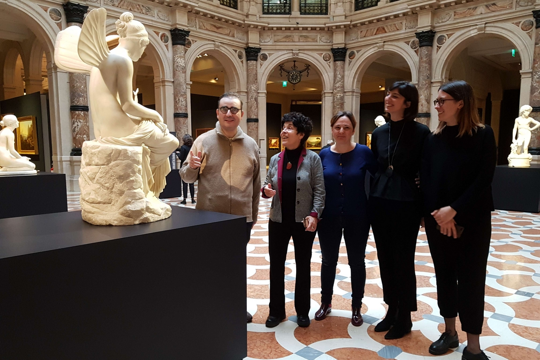 Alle Gallerie d'Italia il gruppo dell'associazione Art Up che raccoglie le «guide speciali» toccate dal disagio psichico