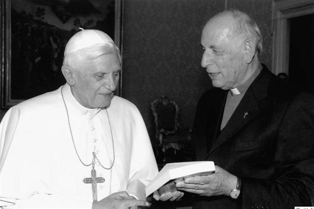 Papa Benedetto XVI con don Alessandro Pronzato