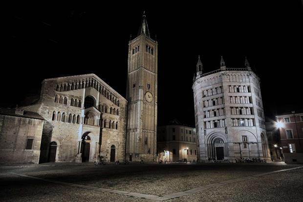 La piazza del Duomo a Param (Filippo Aneli'CreativeCommons)
