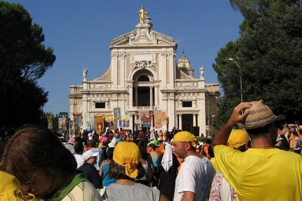 L'arrivo della Marcia francescana a Santa Maria degli Angeli per il Perdono di Assisi