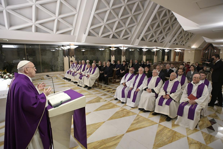 Papa Francesco con la casula viola durante il tempo di Avvento (foto L'Osservatore Romano)