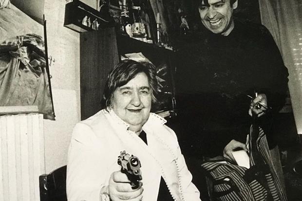 Alda Merini scherza con Manuel Serantes Cristàl