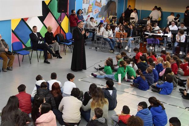 L'arcivescovo di Palermo, Corrado Lorefice, in un incontro con i giovani organizzato dal Centro Padre Nostro fondato da padre Puglisi