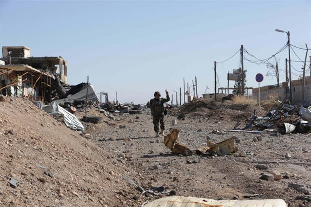 I peshmerga curdi entrano a Sinjar dopo la cacciata del Daesh