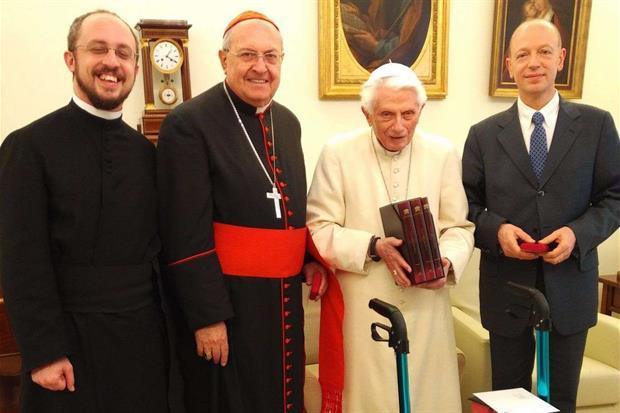 Il papa emerito Benedetto XVI in un recente incontro con il cardinale Leonardo Sandri