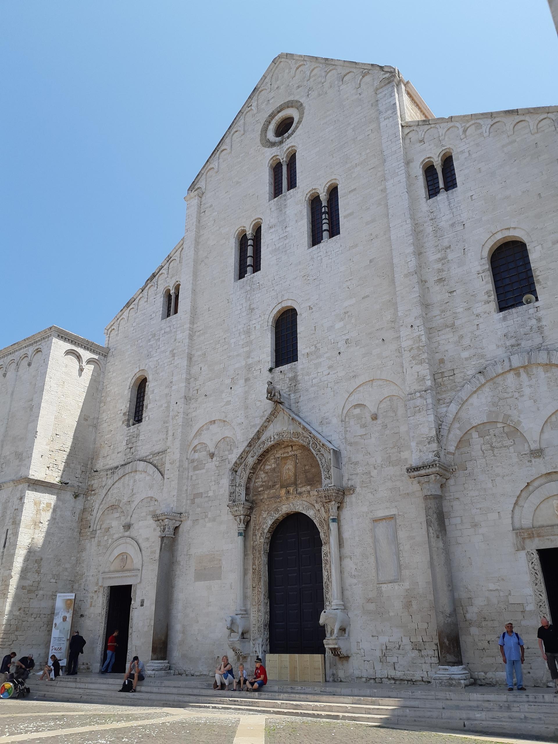 La facciata della Basilica di San Nicola a Bari (foto Muolo)