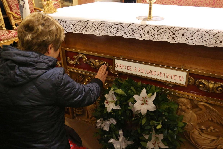Alla fine della Messa i fedeli hanno reso omaggio alle spoglie del beato