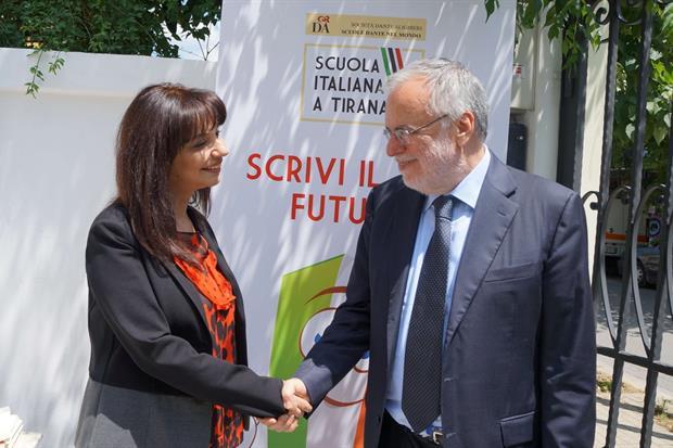 Il presidente della Dante, Andrea Riccardi, e la ministra albanese Sonila Qato