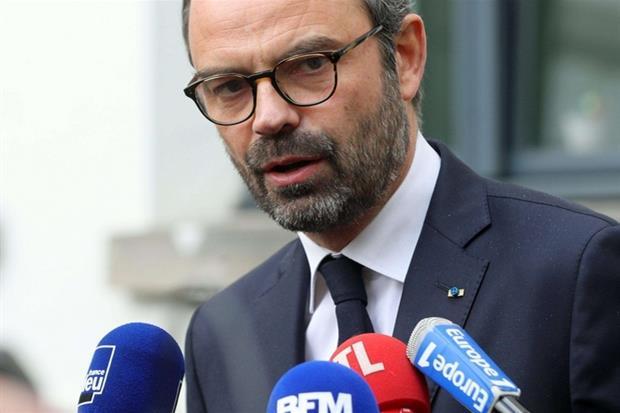 Il premier francese Edouard Philippe in conferenza stampa (Fotogramma)