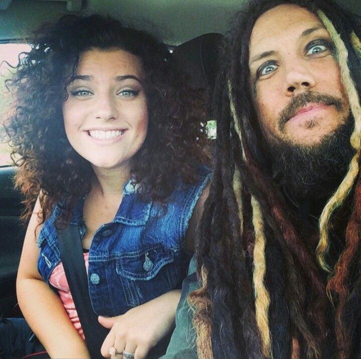 Il chitarrista dei Korn Brian Welch con la figlia Jeanna