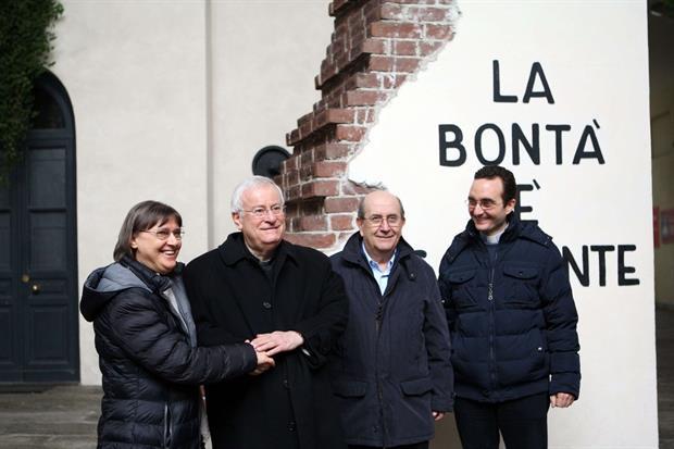 Il cardinale Bassetti all'ingresso dell'Arsenale della pace di Torino (Foto Juzzolino)