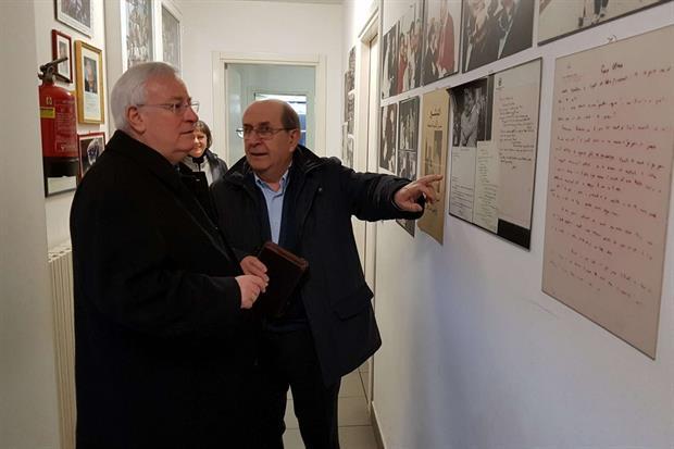 Il cardinale Bassetti visita l'Arsenale della pace di Torino (Foto Gambassi)