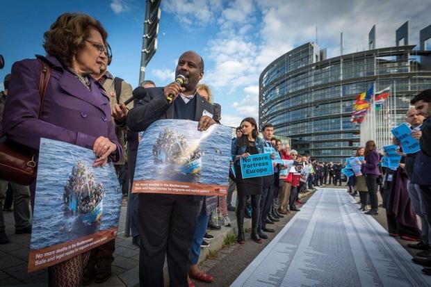 Don Mussie Zerai, candidato al Nobel per la pace nel 2015 e impegnato da anni negli aiuti umanitari ai profughi. È stato iscritto ad agosto 2017 nel registro degli indagati dalla Procura di Trapani, che conduce l'inchiesta sulla ong tedesca Jugend Rettet, con l'accusa di 'favoreggiamento dell'immigrazione clandestina'. (Facebook)