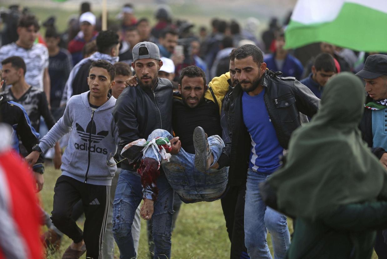 Un palestinese ferito (Ansa)