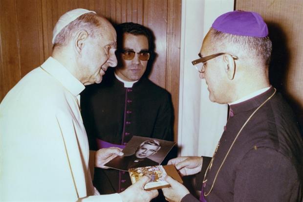 Paolo VI con l'arcivescovo Romero a Roma nel 1978