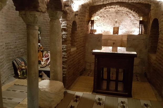 La cripta, rifugio della Famiglia di Nazaret, nella chiesa di San Sergio al Cairo (foto Gambassi)