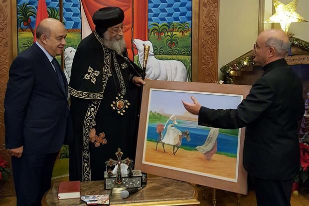 Da sinistra ministro del turismo egiziano Yehia Rashed, il patriarca copto Tawadros II e l'amministratore Orp monsignor Remo Chiavarini (foto Gambassi)