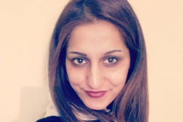 Sana Cheema, 26 anni, cittadina italiana da un anno (dopo 14 di residenza a Brescia), è stata strangolata il 18 aprile scorso nel suo villaggio natale in Pakistan. I colpevoli confessi sono il padre e un fratello: non accettavano che la ragazza avesse rifiutato il matrimonio combinato dalla famiglia e volesse sposare invece un altro coetaneo in Italia.