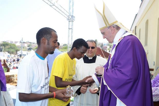 8 luglio 2013 a Lampedusa il suo primo viaggio dopo l'elezione