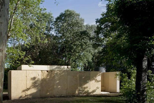 La cappella in blocchi modulari di pietra di Vicenza realizzato dal portoghese Eduardo Souto De Moura (Alessandra Chemollo)