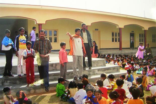 La scuola, accessoriata e moderna, in India