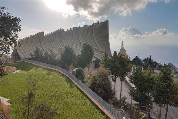 Il santuario di Nostra Signora del Libano ad Harissa a venti chilometri da Beirut (foto Gambassi)