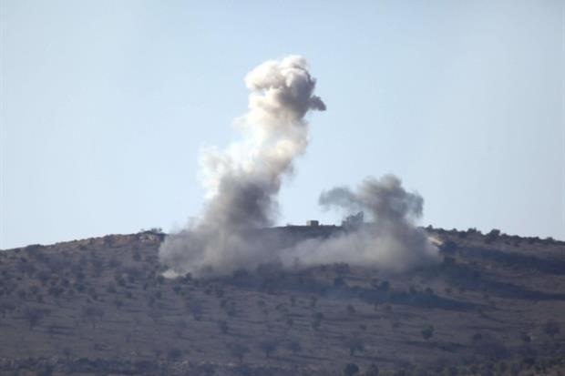 Fumo sale dopo un bombardamento dall'enclave di Afrin in Siria (Ansa)