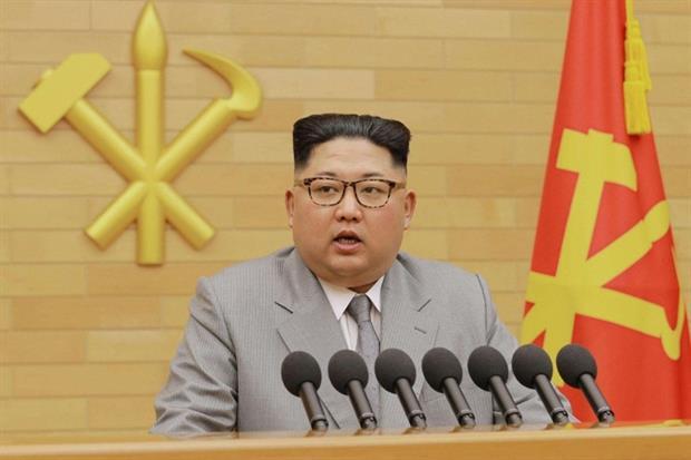 Il leader nordcoreano Kim Jong-un durante il discorso di Capodanno (Ansa)