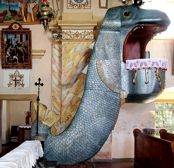 Immagine: Pulpito in legno barocco (rococò) a forma di balena,  1750 circa, ricostruito nel 1856. Chiesa di S. Jadwiga, Dobroszów (comune di Przeworno) Bassa Slesia.